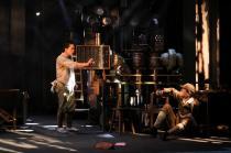新国立劇場の演劇「反応工程」