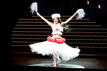 フラダンスを踊る福田沙紀