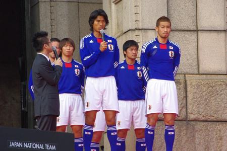 サッカー日本代表新ユニフォームは革命をテーマに選手が ...