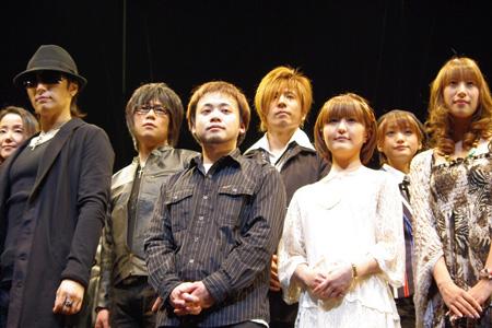 前列左より、GACKT、漫画家TATSUBON氏、野中藍、小清水亜美、後... 前列左より、GA