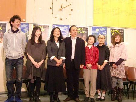 会見より。写真左から、半澤昇、平岩紙、木野花、金内喜久夫、神保共子、もたいまさこ、色城絶