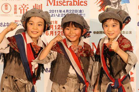 会見より。写真左から、小宮明日翔、加藤清史郎、鈴木智憲