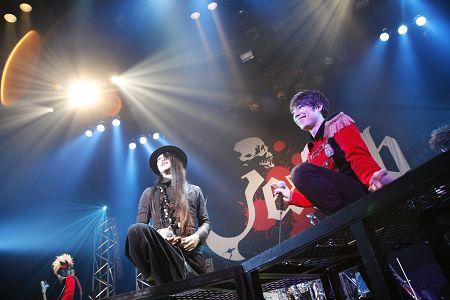 左から逹瑯、haderu @赤坂BLITZ (C)松井サトシ