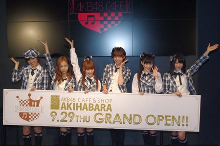 左から宮澤佐江、板野友美、高橋みなみ、篠田麻里子、渡辺麻友、横山由依