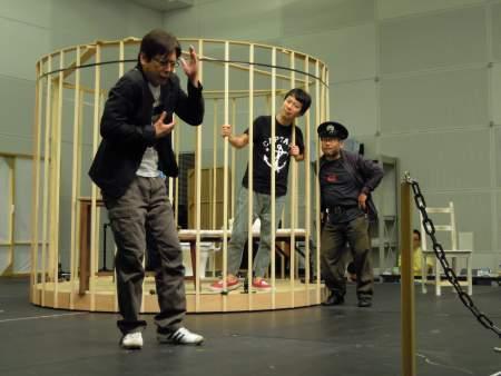 『イロアセル』の稽古風景 左から木下浩之、藤井隆、小嶋尚樹