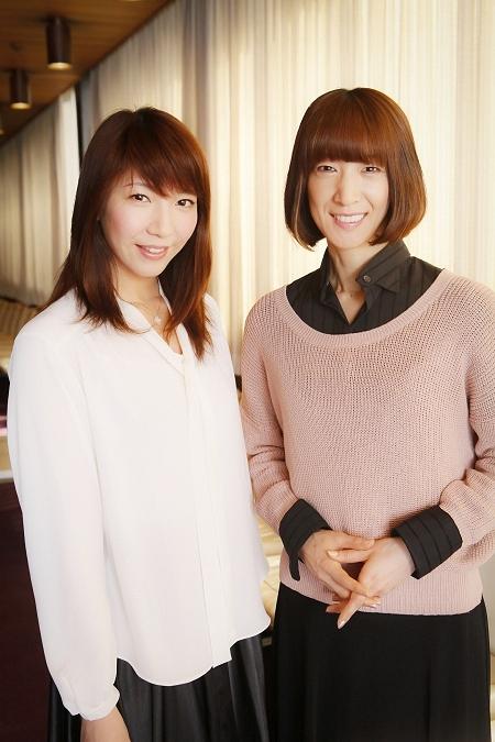 左から 瀬奈じゅん、春野寿美礼 撮影:西村康