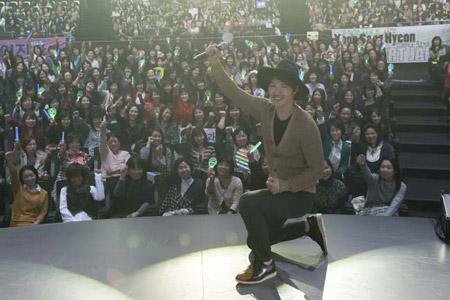 ファンイベントを行ったユン・サンヒョン(写真は1部のもの)
