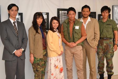 左から、秋山真太郎、紫吹淳、酒井美紀、玉木宏、別所哲也、徳山秀典