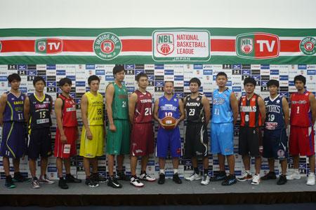 プレスカンファレンスに一堂に会したNBL12チームの選手たち