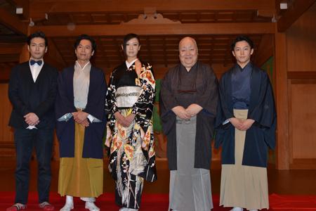 左から、須賀貴匡、三上博史、大空祐飛、梅若六郎玄祥、中村梅丸