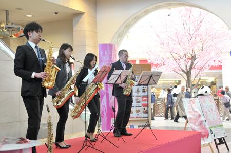 2013年公演「桜の街の音楽会」 (c)堀田力丸