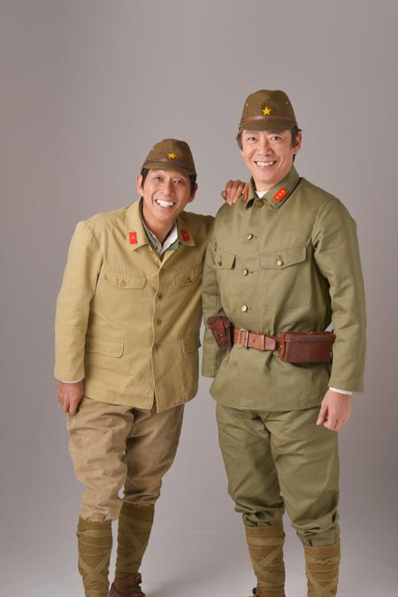 カーキ色の兵隊の格好をしている明石家さんまの画像・壁紙