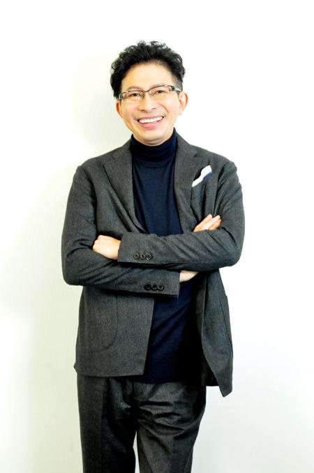 鈴井貴之 ヘアメイク:白石義人(ima.) スタイリスト:鍛冶古翔三(Yolken)