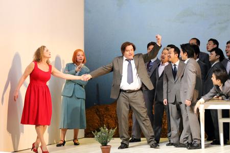 舞台稽古より 写真:新国立劇場