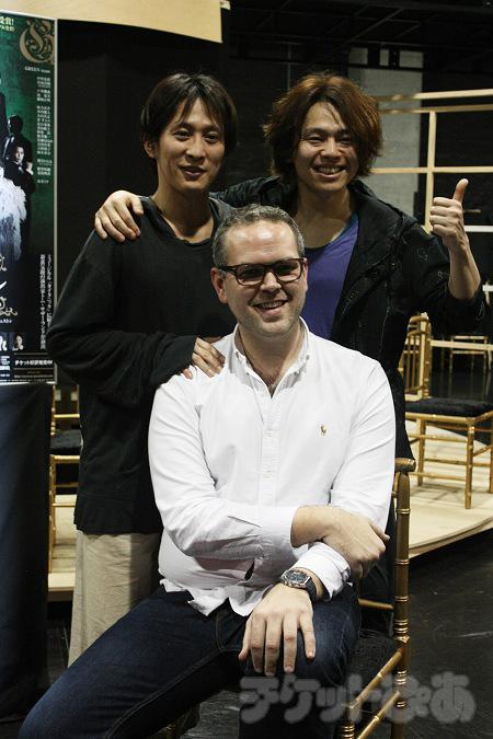 左から 成河、トム・サザーランド、中川晃教