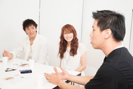 左から、大貫勇輔、梅田彩佳、伊藤今人  撮影:川野結李歌