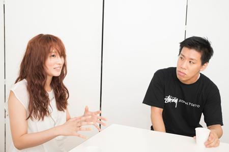 左から、梅田彩佳、伊藤今人  撮影:川野結李歌