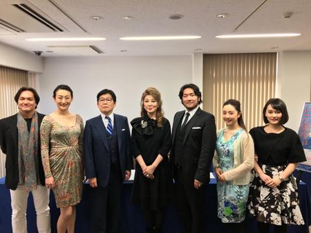 左から ジョン・健・ヌッツォ、小川里美、大島幾雄、佐藤しのぶ、大山大輔、小林沙羅、小村知帆