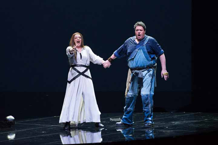 新国立劇場オペラ「ジークフリート」より 撮影:寺司正彦 提供:新国立劇場