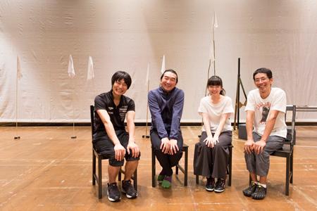 (画像左から)戸次重幸、池田鉄洋、小芝風花、野間口徹 撮影:岡千里