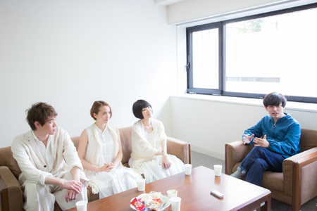 (画像左から)宮沢氷魚、豊田エリー、青柳いづみ、藤田貴大 撮影:石阪大輔