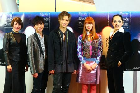 (画像左から)シルビア・グラブ、河合郁人、橋本良亮、山下リオ、ROLLY