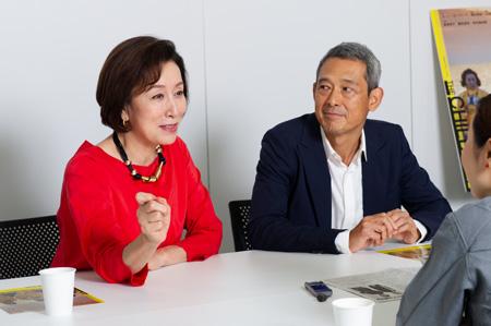 (画像左から)高畑淳子、鶴見辰吾 撮影:イシイノブミ