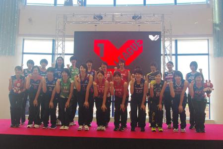 2018-19 Vリーグ女子開幕プロモーションに出席したV1の選手一同