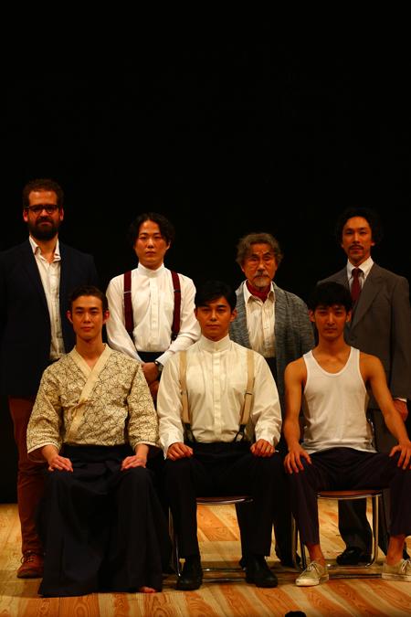 (前列左から)宮沢氷魚、東出昌大、上杉柊平(後列左から)マックス・ウェブスター、大鶴佐助、笈田ヨシ、首藤康之