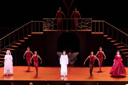 左から 小林沙羅(ツェルリーナ)、高橋絵理(ドンナ・アンナ)、鷲尾麻衣(ドンナ・エルヴィーラ)