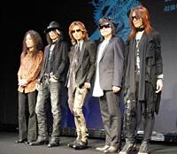 X JAPAN (左より)PATA、HEATH、YOSHIKI、ToshI、SUGIZO