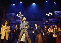 演劇集団キャラメルボックス『サンタクロースが歌ってくれた』1997年舞台より 撮影:伊東和則