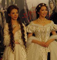 エリザベートをWキャストで務める朝海ひかる(左)、瀬奈じゅん(右)