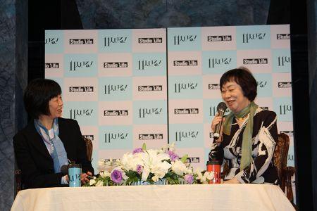 トークショーより。倉田淳(写真左)、萩尾望都(同右)