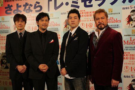 会見より。ジャン・バルジャン役の4人。写真左から、山口祐一郎、別所哲也、吉原光夫、今井清隆
