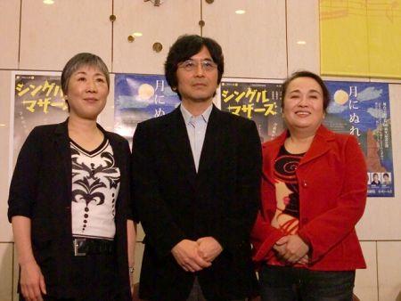 写真左から、永井愛、鵜山仁、渡辺えり