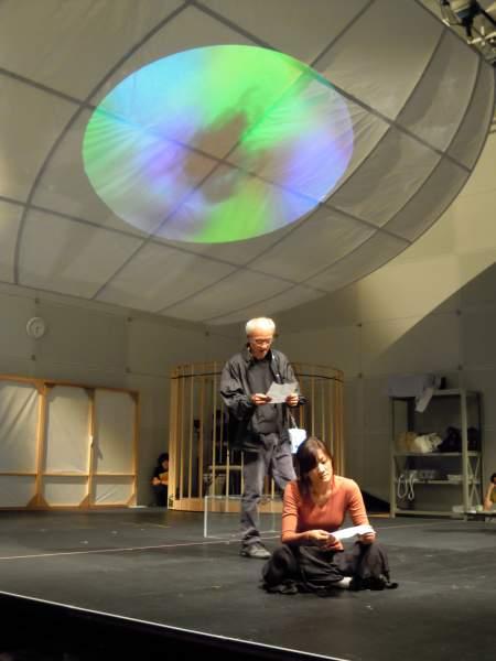 『イロアセル』の稽古風景 左から花王おさむ、島田歌穂