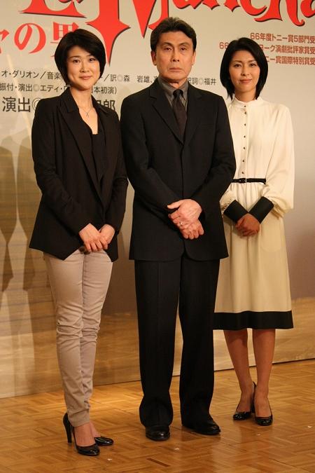 左から 松本紀保、松本幸四郎、松たか子
