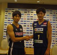 左から、トヨタアルバルク・岡田優介選手、リンク栃木・川村卓也