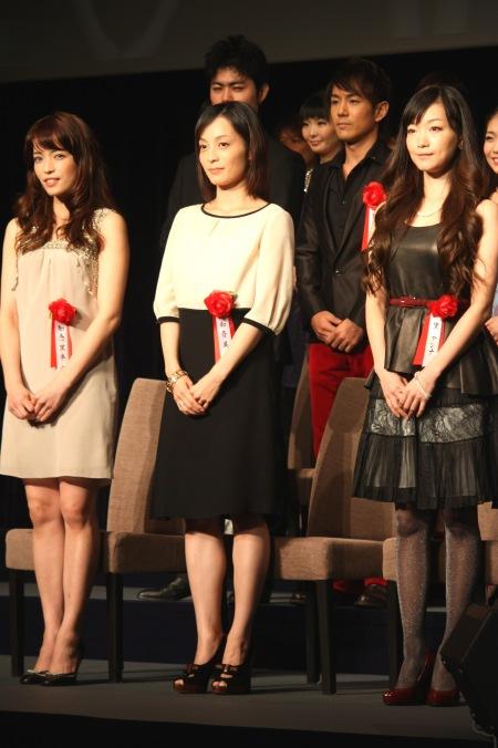 ファンテーヌ役 左から知念里奈、和音美桜、里アンナ
