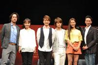 左から、橋本さとし、濱田めぐみ、井上芳雄、浦井健治、すみれ、岡幸二郎