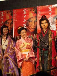 左から、賀来千香子、倉科カナ、上川隆也