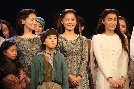 ファンテーヌ役 左より里アンナ、和音美桜、知念里奈