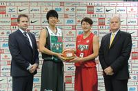 写真左から、ティム・ルイスHC、竹内譲次(以上チームEAST)、川村卓也、ジェリコ・パブリセビッチHC (以上チームWEST)