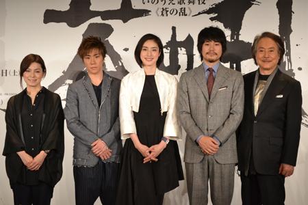左から、高田聖子、早乙女太一、天海祐希、松山ケンイチ、平幹二朗