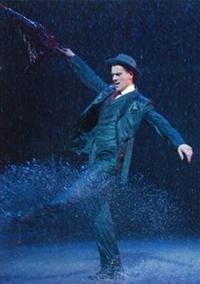 アダム・クーパー主演ミュージカル『SINGIN'IN THE RAIN~雨に唄えば~』