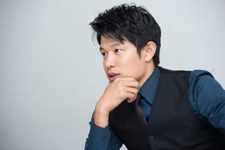 鈴木亮平  撮影:中川有紀子