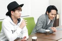 (画像左から)柳下大、平埜生成 撮影:石阪大輔