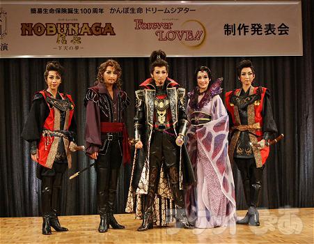 左から、美弥るりか、珠城りょう、龍真咲、愛希れいか、凪七瑠海