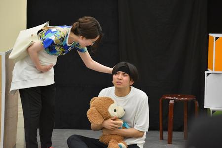 『ママと僕たち』 ~たたかえ!!泣き虫BABYS~ 稽古場より 撮影:源 賀津己